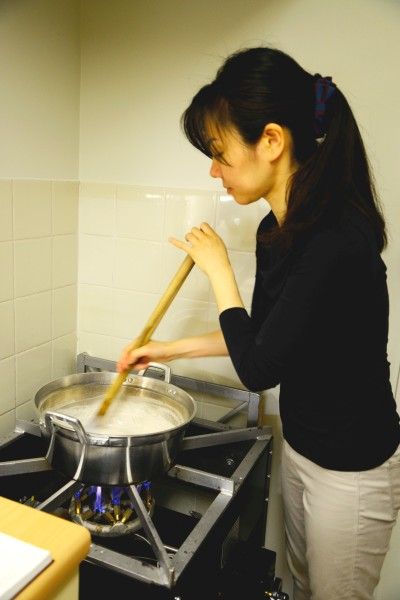 Fig.9 Kyoko Kusunoki cooking paste